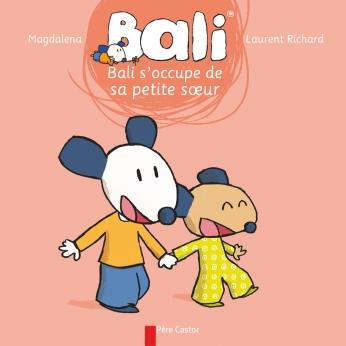 Bali s'occupe de sa petite sœur